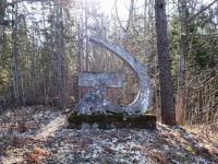 Monument, mille taga paiknes endise partorgi suvila